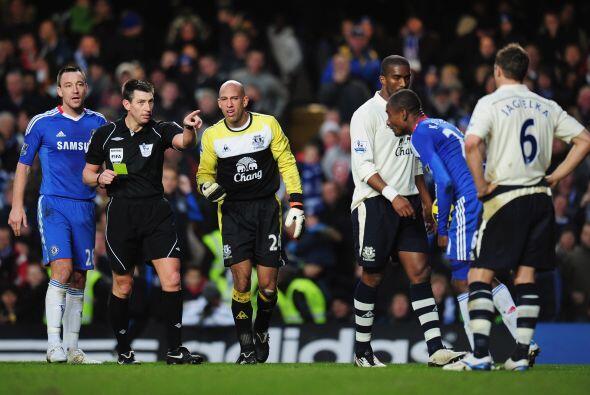 El primero gol del partido llegó luego de una falta del portero H...