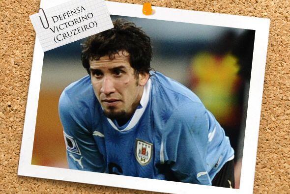 El último en la parte defensiva es el uruguayo Mauricio Victorino.