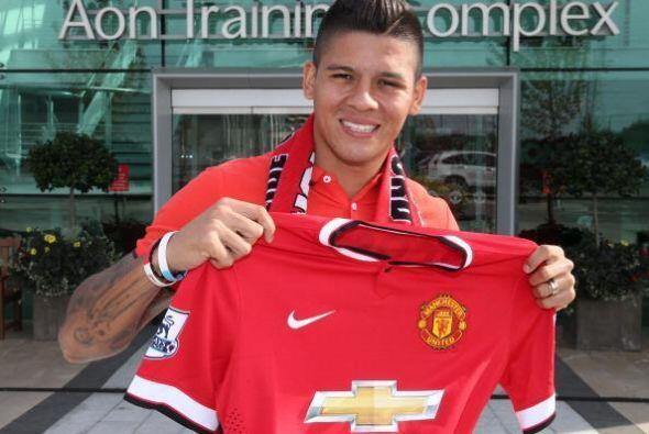 Marcos Rojo se unió al Manchester United de Louis van Gaal por ex...