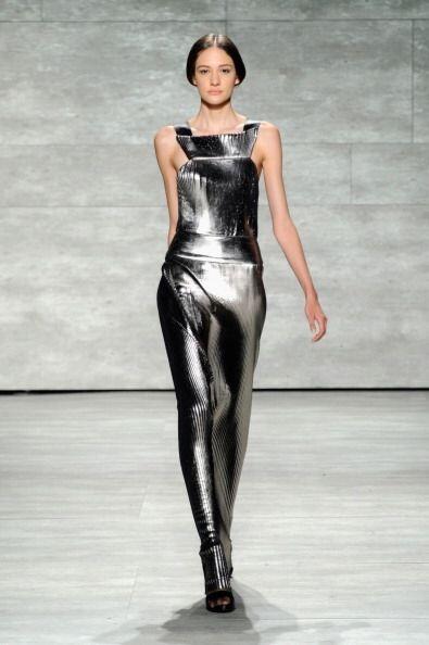 Para su exposición en NY, Ángel mostró vestidos de...