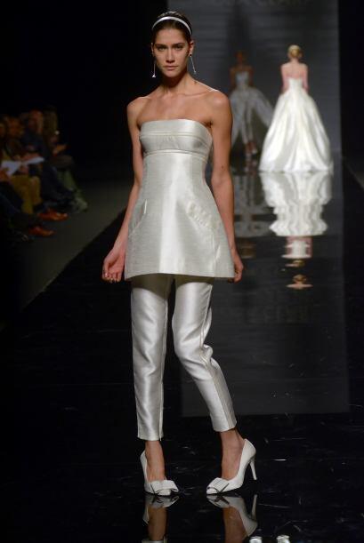 COBALTO:  Este traje es ideal para una novia moderna y práctica, consta...