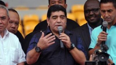 Diego Maradona fue operado este martes con éxito de una insuficiencia vi...