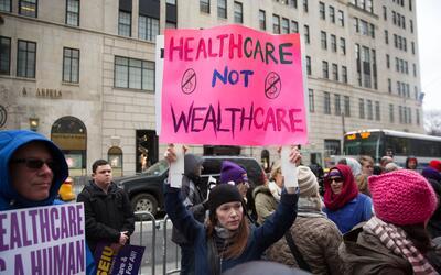 Antes de Obamacare, las aseguradoras podían cobrarte mucho más o negarte...