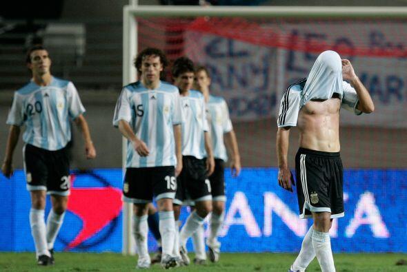 En el Mundial de Alemania 2006 el joven delantero tuvo que ver desde la...