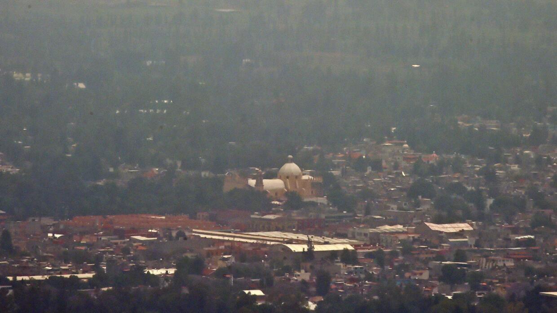 Vista parcial de Ciudad de México cubierta de smog el 4 de mayo.