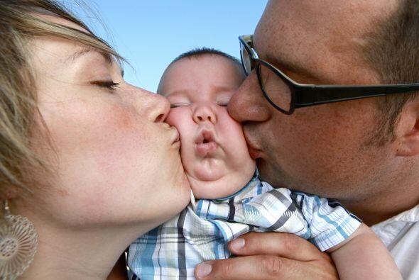 - Abrázalo, cántale, ríete con tu bebé: Estos simples gestos promueven s...