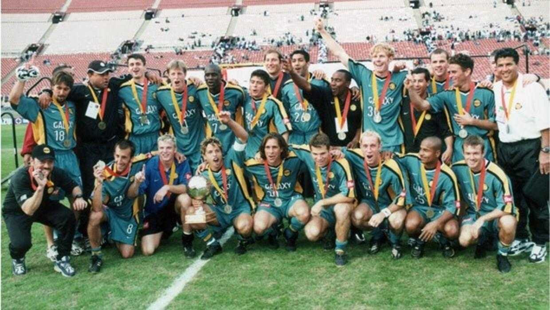 Los festejos del plantel campeón de la Copa de Campeones de CONCACAF 2000.