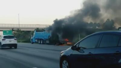 En video: Un camión se prende en llamas en plena autopista del sur de Florida