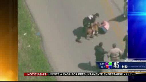 Captado en Video: Capturan a sospechoso de robo de auto
