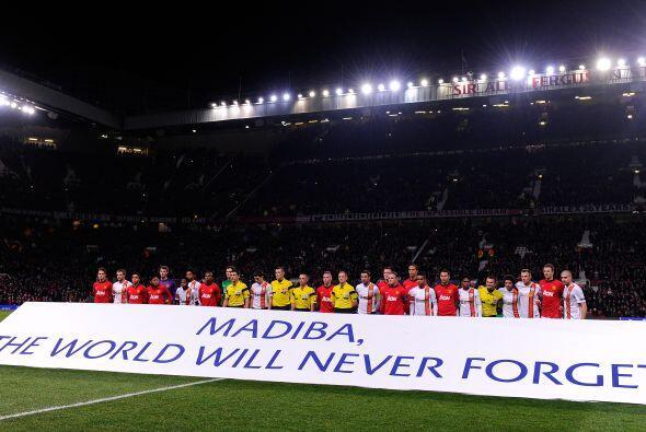El estadio Old Trafford  presenció el partido entre el Manchester United...