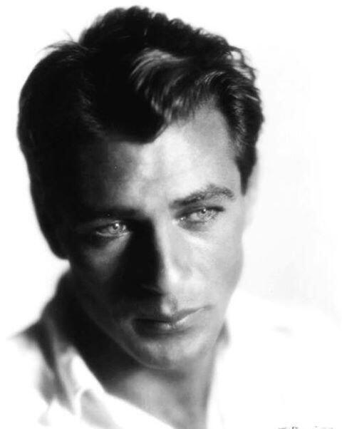 Hijo de padres inmigrantes, el guapo actor nació en el estado de Montana...