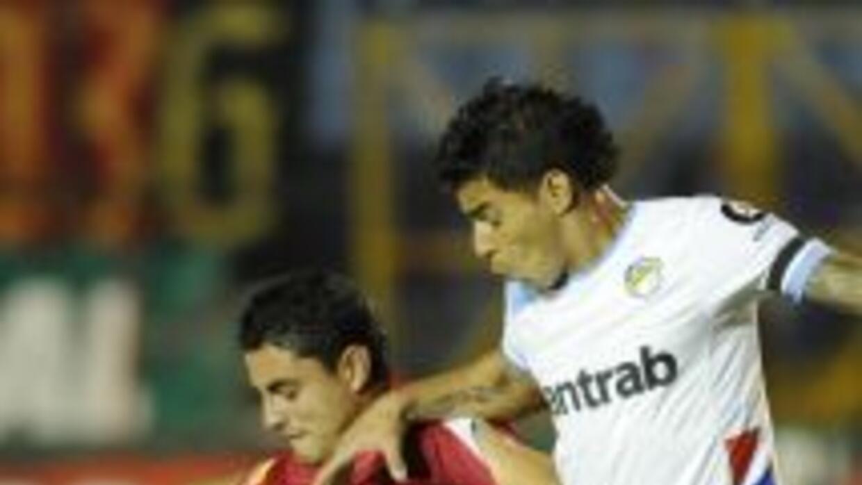 Comunicaciones ganó 2-0 el clásico a Municipal y se consolidó en el lide...