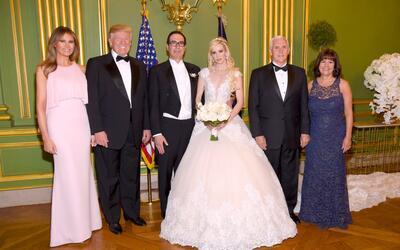 El presidente Donald Trump y la primera dama Melania Trump estuvieron en...