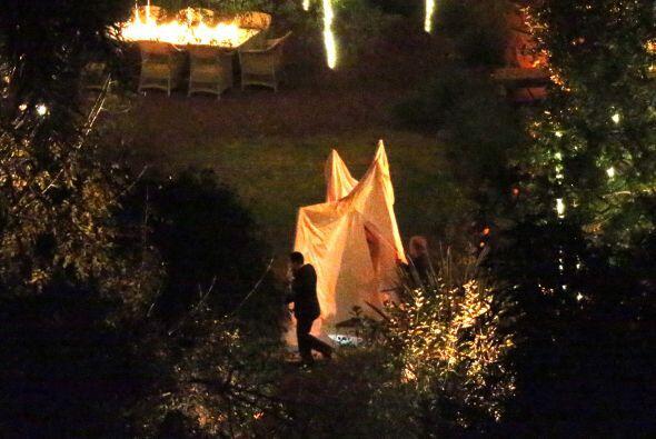 La boda fue en el jardín de la mansión de los Madden.