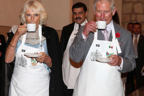 Pero también llegó la hora del té, como pueden apreciar y ahí sus Alteza...