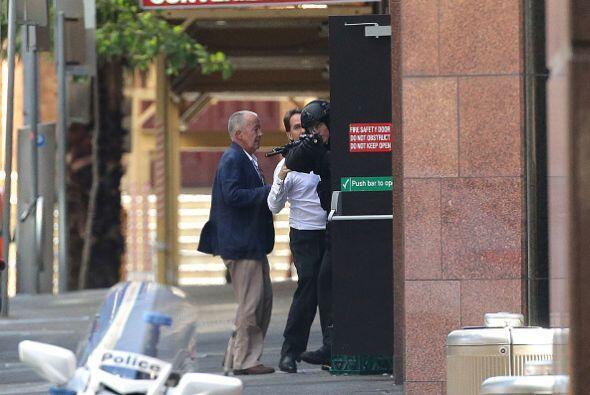 La policía australiana identificó como Man Haron Monis al hombre que per...