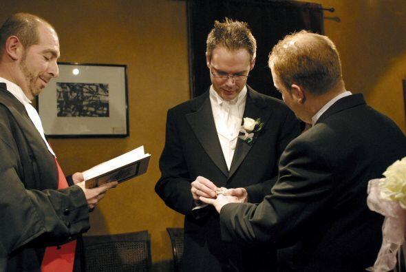 La ley de matrimonios homosexuales en Canadá se hizo efectiva el 20 de j...
