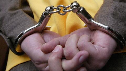 Arrestan a un joven que conducía sin licencia y atropelló a una madre y...