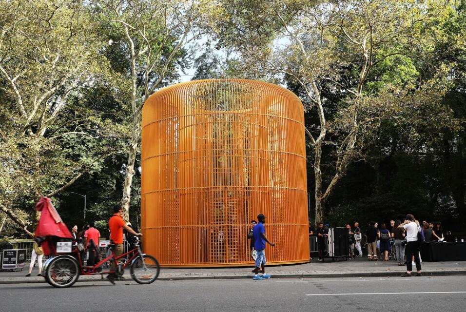 La historia de Weiwei en Nueva York también es instrumental en en...