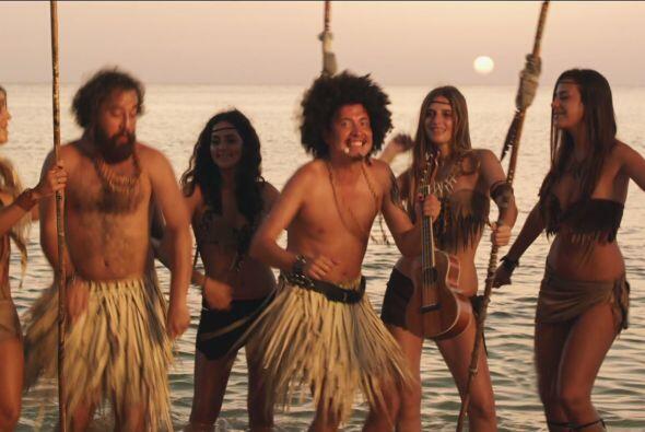 Faquir le mostró sus mejores pasos de baile a las nativas.