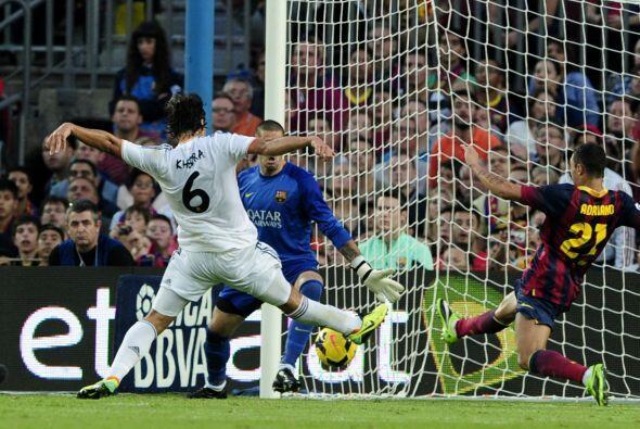 Khedira tuvo la mejor del Madrid solo contra Adriano y Valdés.