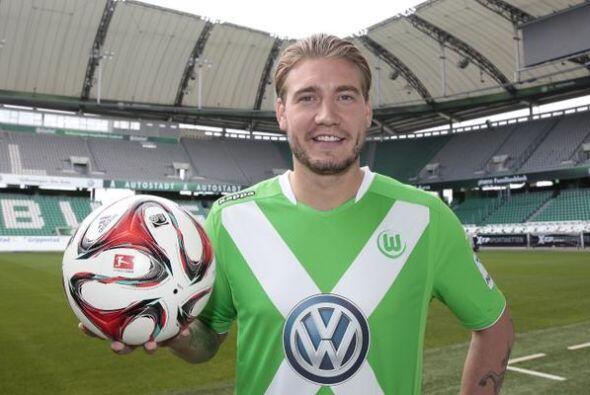 El ariete danés Nicklas Bendtner ya forma parte del Wolfsburgo alemán tr...