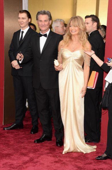 Los actores Goldie Hawn y Kurt Russell llegan al escenario en la celebra...