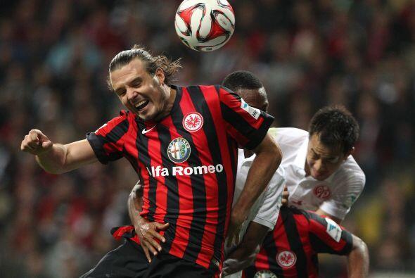 Cabe destacar que el delantero del Frankfurt logró ser campeón de goleo...