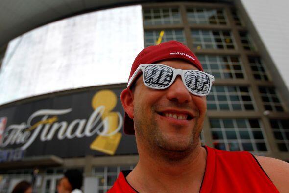 Afuera de la arena la afición del Heat estaba confiada de que lograrían...