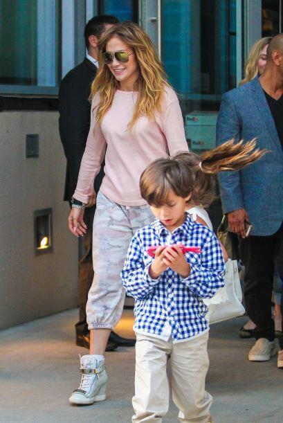 Aún cuando es idéntico a su papi, Marc Anthony, el pequeño Max va muy ga...