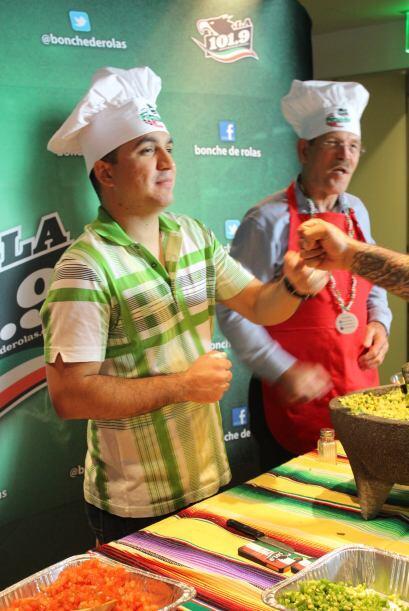 ¡Apoco si saben hacer guacamole los de La Arrolladora? Pues aquí están...
