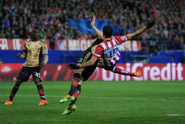 Al parecer Diego Costa del Atlético de Madrid confundió a Adil Rami del...