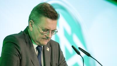 El presidente de la Federación Alemana lamenta no haber defendido a Ozil