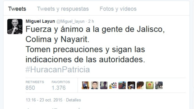 Miguel Layún al pendiente de lo que ocurre por el huracán Patricia.