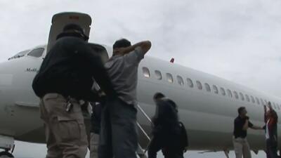 ¿Por qué Chicago envía recursos al aeropuerto de Gary, Indiana, desde donde deportan indocumentados?