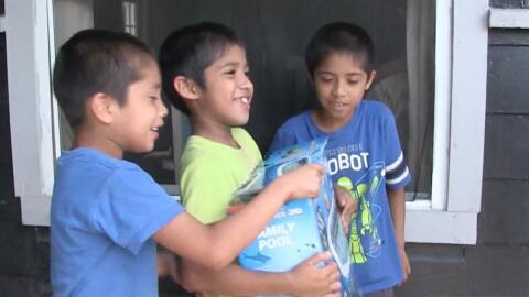 Un hombre de Texas recauda fondos para comprarle albercas a familias de...