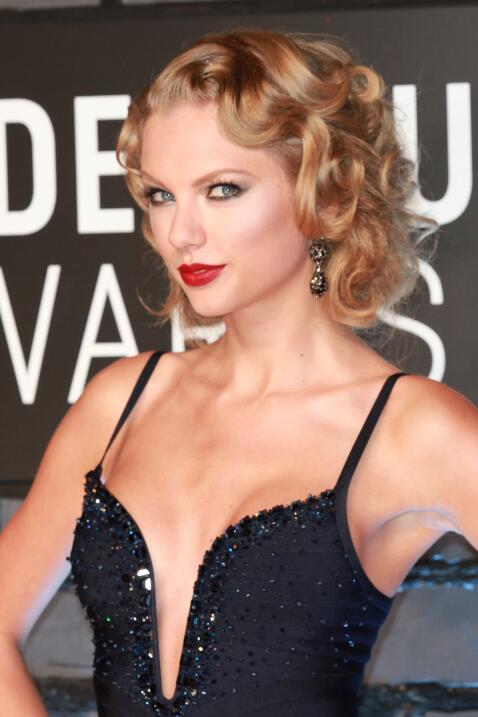 Otro cambio de look de Tay en los MTV VMAs de 2013.