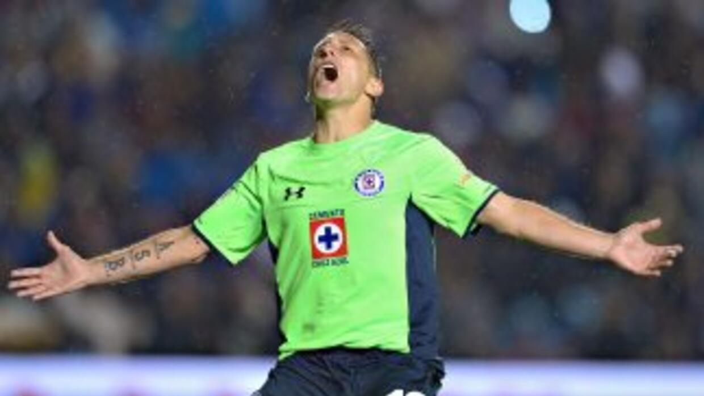 Christian Giménez llegó a su gol 100 en el fútbol mexicano.