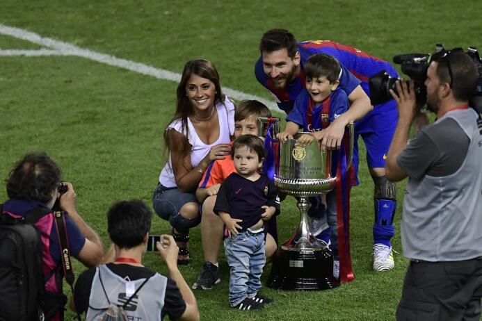 8. Para todos los niños que asistan con sus padres a toda la boda, Messi...