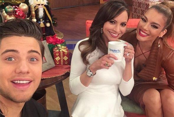 """La #selfie mañanera con @williamvaldestv @zuleykarivera y una buena taz..."