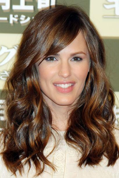 Mucho se ha comentado que Jennifer se operó los labios y los pómulos, pa...
