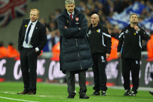 Qué cara tenía el técnico del Arsenal, Arsene Wenger, no lo podía creer.