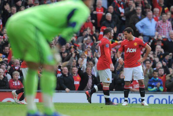 Todos en Old Trafford festejaron el tanto del capitán del equipo.