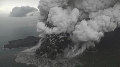 Indonesia eleva el nivel de alerta por actividad del volcán que causó el tsunami