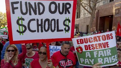 ¿Cuáles son los motivos de la huelga de maestros en el distrito escolar de Los Ángeles?