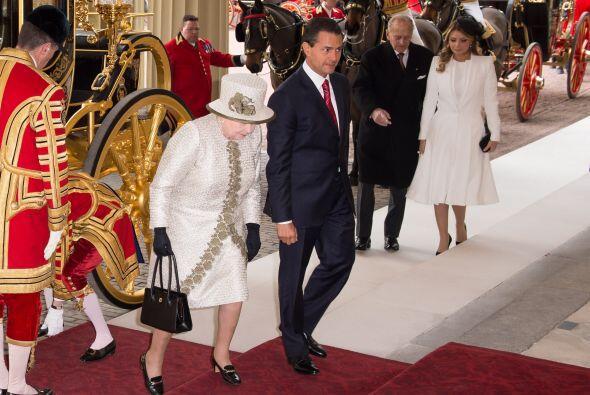 Así entró el Presidente de México y su primera dama en el Palacio de Buc...