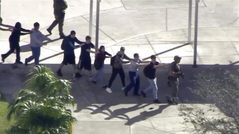 Los estudiantes sobrevivientes del tiroteo en la secundaris de Parkland...