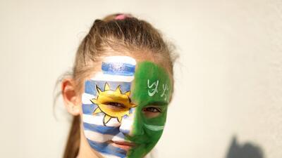 Fiesta para todos los hinchas en el partido entre Uruguay y Arabia Saudita en el Mundial