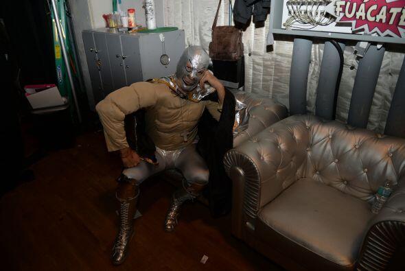Detrás de cámaras, nuestro enmascarado de plata estaba ansioso por enfre...