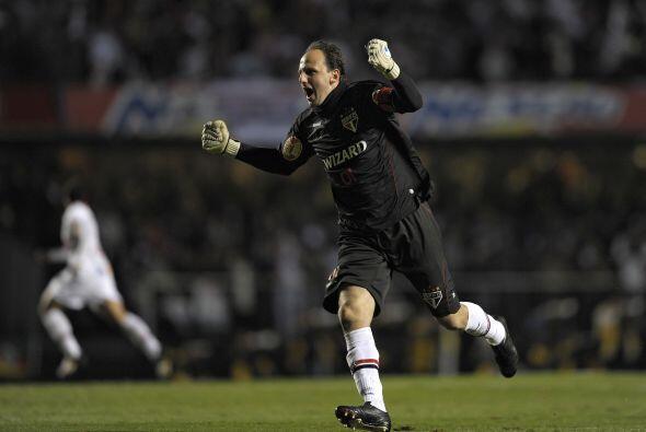Por último el portero Rogerio Ceni marcó un hito histórico en el fútbol,...